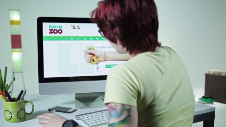 Terra Zoo: Dog-Collar Film by Centopeia Filmes, Quadrante Advertising