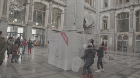 Dove: Dove is in the air Ambient Advert by Friendship Antwerp