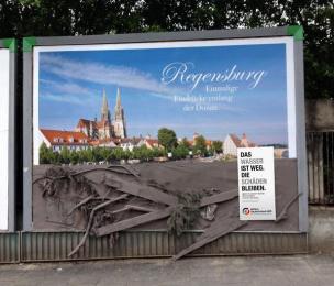 Aktion Deutschland Hilft: Regensburg Ambient Advert by Heye & Partner Munich