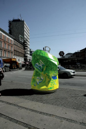 Garbage Disposal Awareness: CAN Outdoor Advert by Umwelt