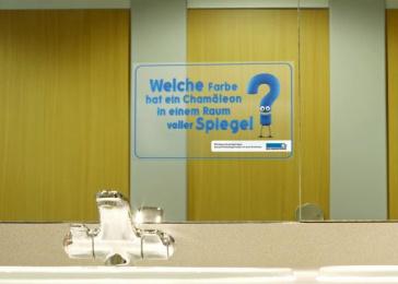 Neue Aargauer Bank: Chameleon Outdoor Advert by Euro Rscg Zurich