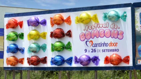 Cantinho Doce: Candy Festival Outdoor Advert by Quadrante Advertising