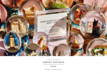 Harvey Nichols: Snow Globes Print Ad by Lowe Mena Dubai
