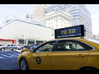 United  Airlines: Real-time Taxi Display, 1 Ambient Advert by mcgarrybowen New York
