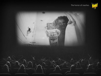 Raid: The horror of roaches Print Ad by Miami Ad School Rio de Janeiro