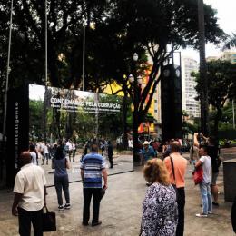 O Estadao De Sao Paulo: Huge Mirror, 2 Ambient Advert by Momentum Sao Paulo