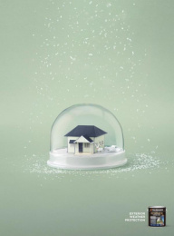 Taubmans: Green Snow Globe Print Ad by Limehouse creative, Naked Communications