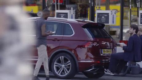 Volkswagen Tiguan: Third Row Ambient Advert by DDB & Tribal Amsterdam, Het Amsterdams Filmbedrijf