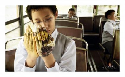 Penguin Books: Railway Children Print Ad by Saatchi & Saatchi Malaysia