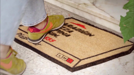 Pizza Hut: The floor mat flyer Ambient Advert by Ogilvy & Mather Istanbul
