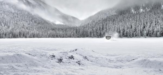 Jeep: Snow Print Ad by Leo Burnett Moscow