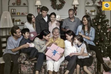 Pedigree: Christmas - Grandma Print Ad by BBDO Santiago