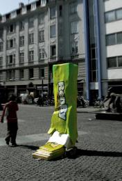 Garbage Disposal Awareness: GUM Outdoor Advert by Umwelt