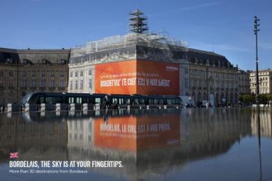 Easyjet: Ambient Print Ad by Buzzman Paris