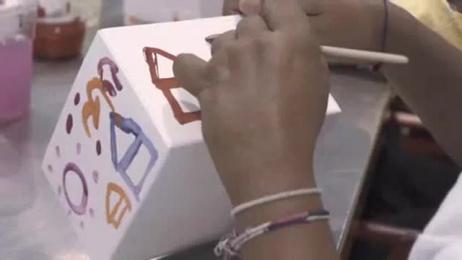 Leo Burnett: A HAPPINESS BOX Direct marketing by Leo Burnett Bangkok