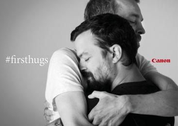 Canon: #FirstHugs, 1 Print Ad by Happiness Brussels
