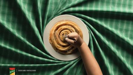 Lavaggi: Hand Print Ad by Quorum Saatchi & Saatchi Lima