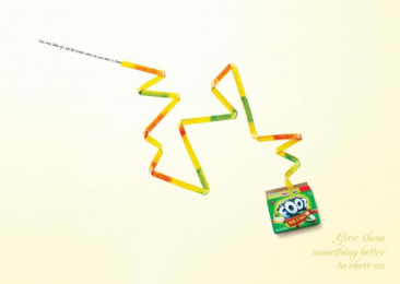 Fruit By The Foot: SANTA Print Ad by Saatchi & Saatchi New York