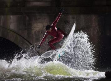 Canon: City surfers Digital Advert by J. Walter Thompson London, MediaMonks