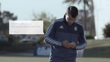 Gillette: Community Player Ambient Advert by Del Campo Saatchi & Saatchi Buenos Aires, La Cosa De Las Peliculas