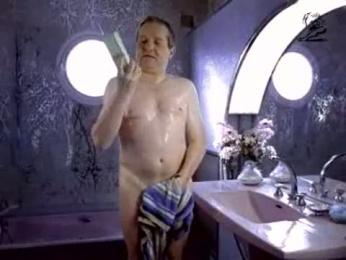 N9uf Telecom: THE BATHROOM Film by Ogilvy Paris